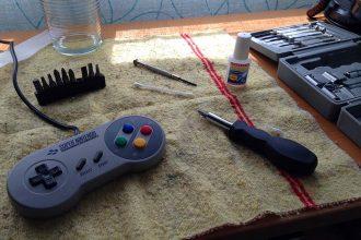 mantenimiento gamepads, consolas antiguas, SNES, Mega Drive, reparación consolas antiguas, mandos consola estropeados, borntoplay.es, mandos consola reparación, colección retro, nintendo, sega, videojuegos clásicos