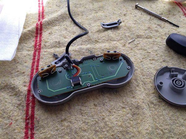 mantenimiento gamepads, consolas antiguas, SNES, Mega Drive, reparación consolas antiguas, mandos consola estropeados, borntoplay