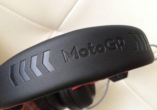 Detalle  de MOTO GP en la diadema